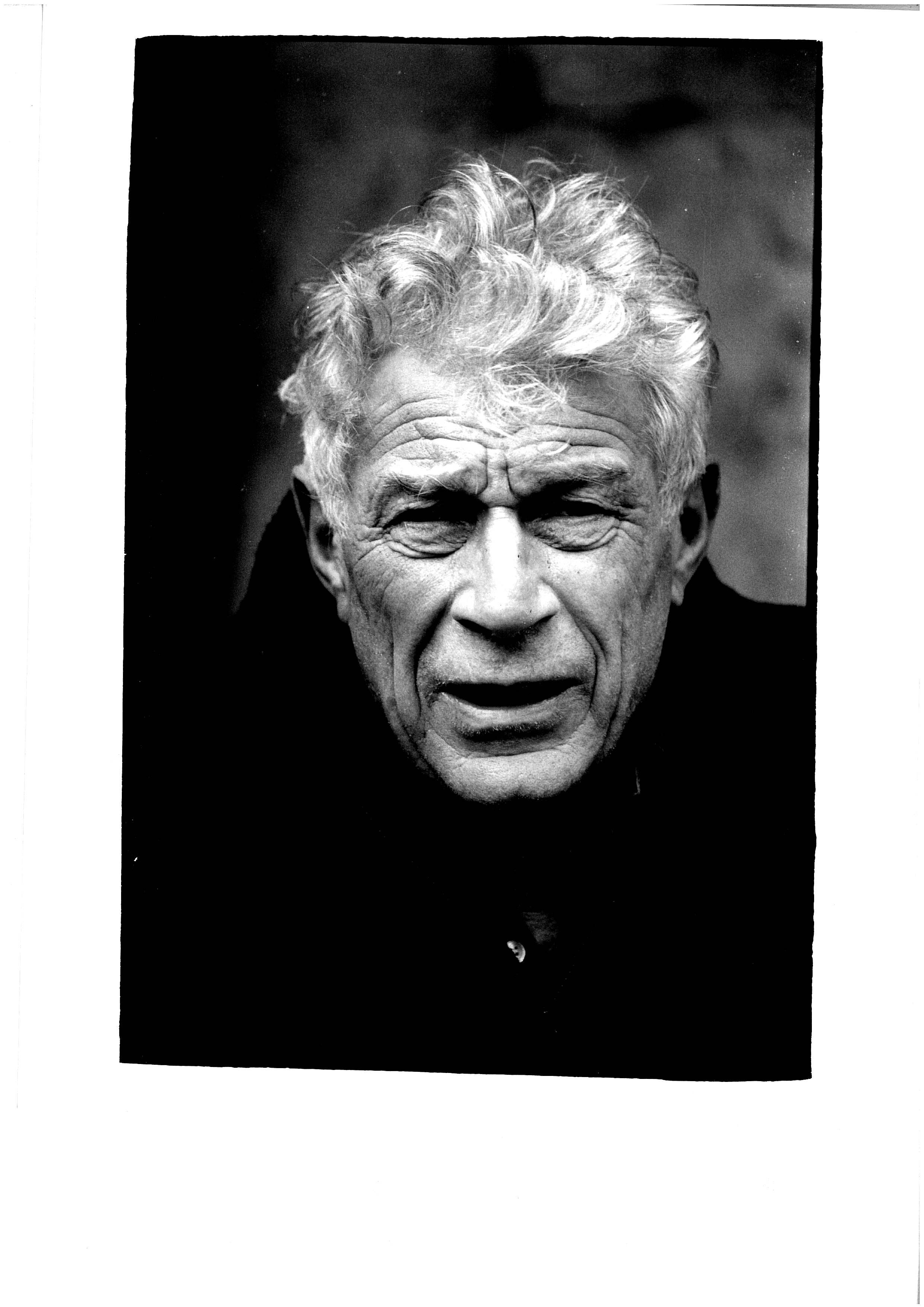 john bergers John berger's wiki: john peter berger (5 november 1926 – 2 january 2017) was an english art critic, novelist, painter and poet his novel g won the 1972 booker prize, and his essay on art criticism, ways of seeing, written as an accompaniment to a bbc series, is often used.