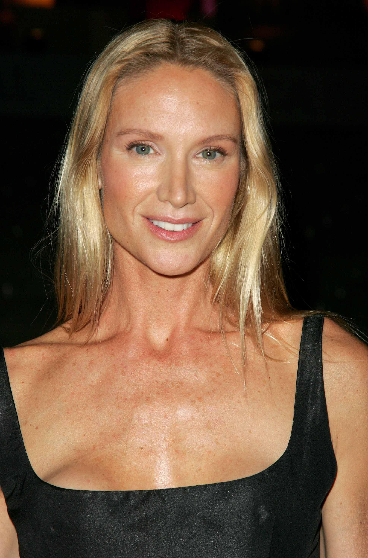 Kelly Lynch actress