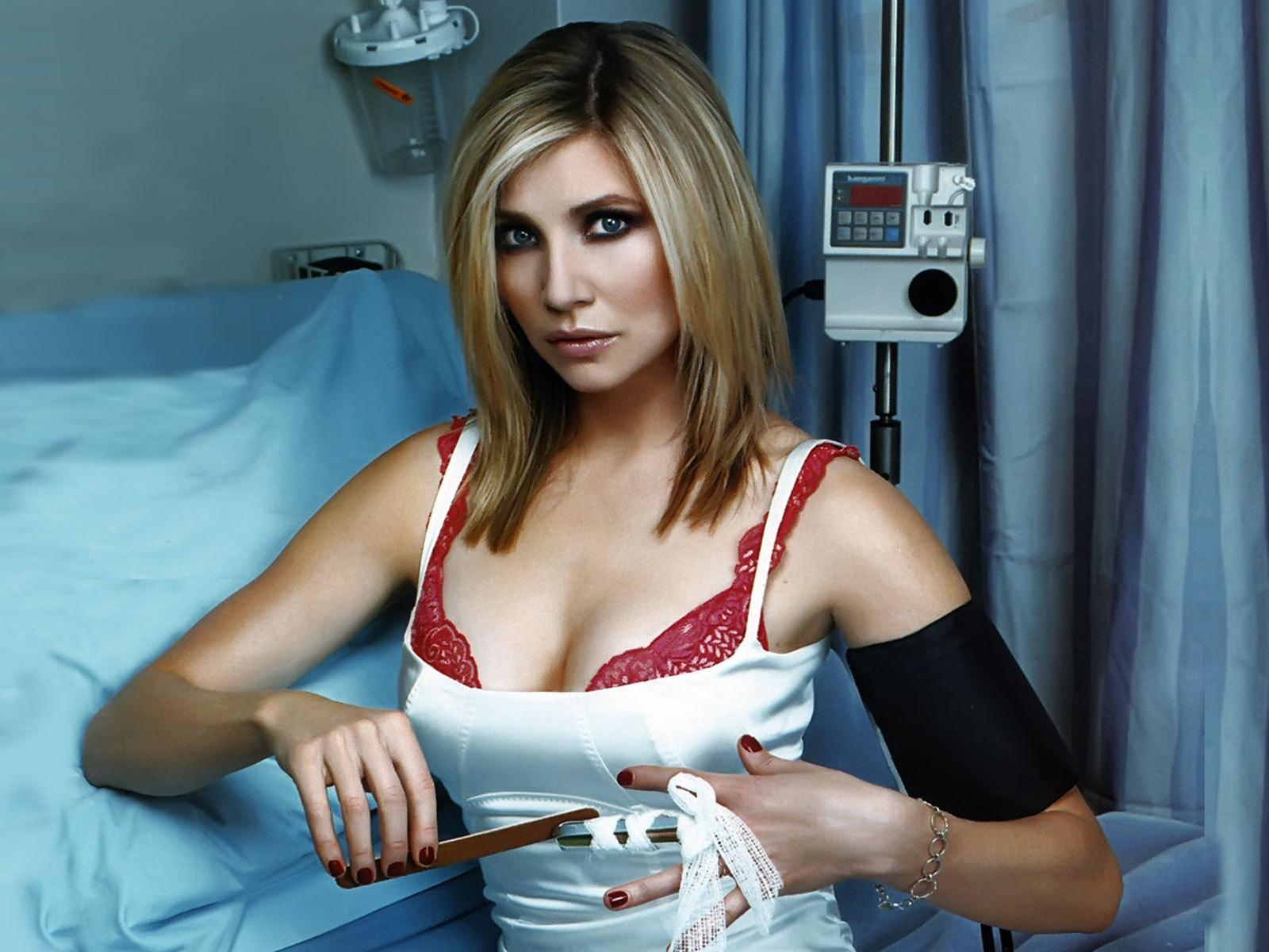 Сиськастые медсёстра фота фото 798-439